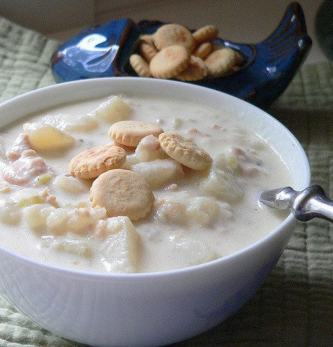 New England Clam Chowder w Oyster Crackers