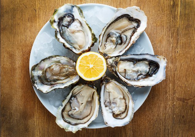 6 Oysters on half shell with lemon
